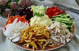 Салат Радуга с картошкой фри