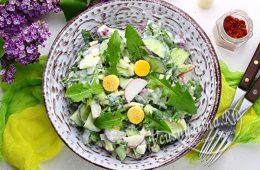 Миниатюра к статье Салат из листьев одуванчика с яйцом, щавелем и огурцом