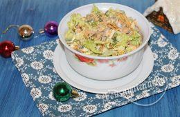 Салат с печенью трески и пекинкой
