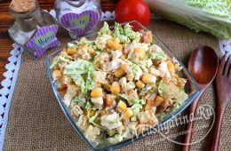 Миниатюра к статье Обалденно вкусный салат с пекинской капустой, курицей и сухариками