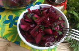 Салат из вареной свеклы и соленых огурцов