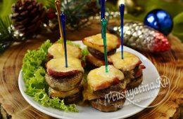 Шампиньоны с сыром и беконом