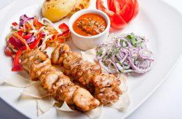 Миниатюра к статье 14 потрясающих маринадов для куриного шашлыка — мясо мягкое и сочное