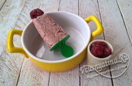 шоколадное мороженое с вишней