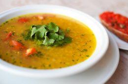 Миниатюра к статье Можно ли есть суп, если он только начал прокисать в холодильнике