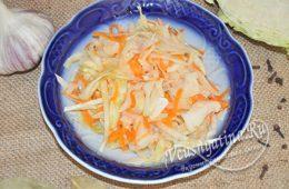 Суточная капуста с морковью и чесноком