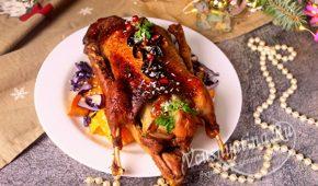 Миниатюра к статье Запеченная утка «Новогодняя» с грушами в духовке