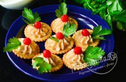 Миниатюра к статье Праздничная закуска на крекерах – подборка самых вкусных рецептов с фото