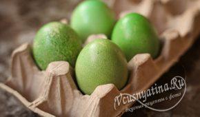 Миниатюра к статье Покраска яиц в зеленый цвет натуральными красителями
